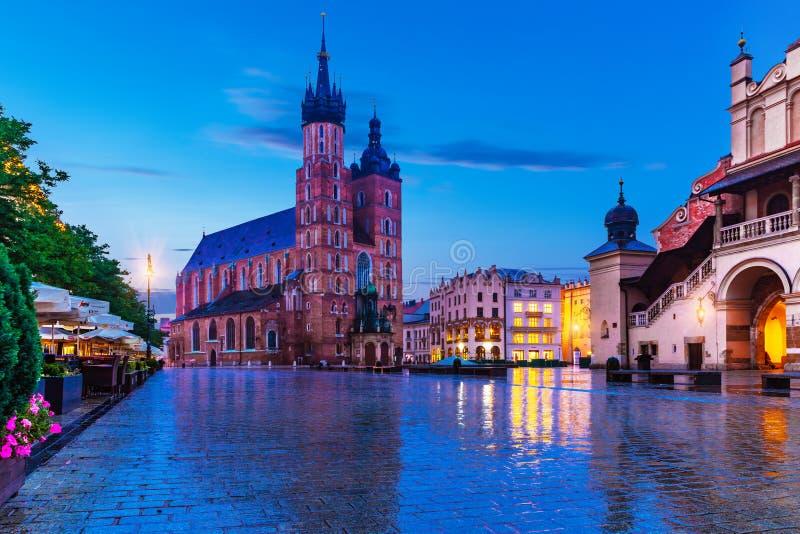 Ideia da noite do mercado em Krakow, Polônia imagens de stock