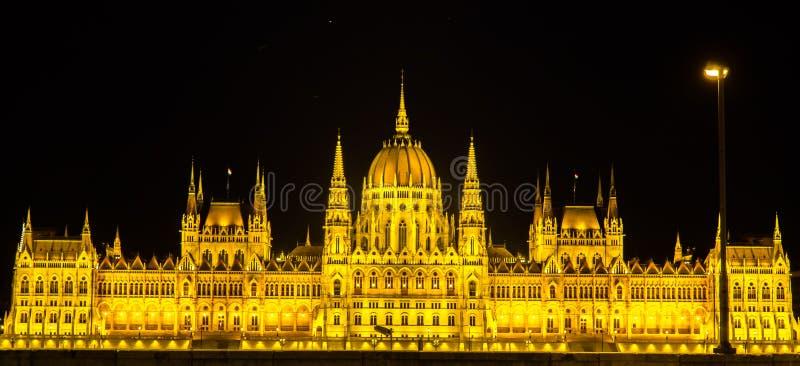 Ideia da noite do parlamento de Hungria em Budapest fotografia de stock royalty free
