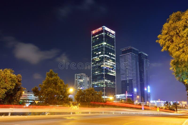 Ideia da noite da parte moderna da cidade de Telavive, Israel fotografia de stock royalty free