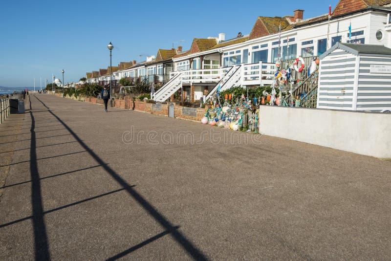 Ideia da parte dianteira de mar que olha ocidental - no Bexhillon-mar em Sussex do leste, Inglaterra imagem de stock royalty free