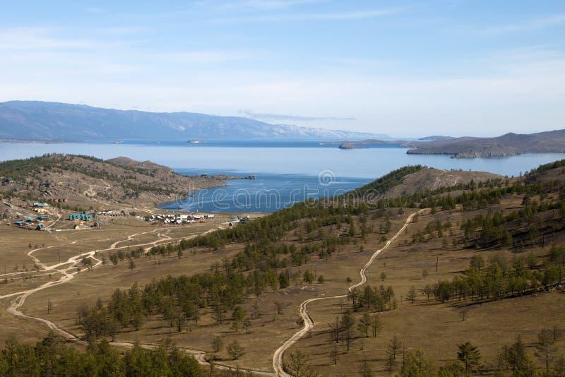Ideia da rede de estradas ao cais na borda do Lago Baikal fotos de stock royalty free