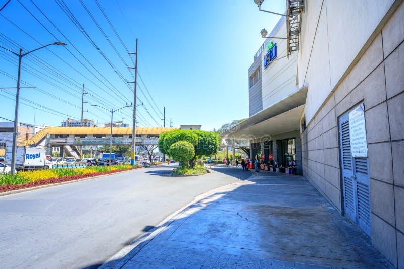 Ideia da rua ao lado do centro de cidade de Alabang na cidade de Manila imagens de stock royalty free