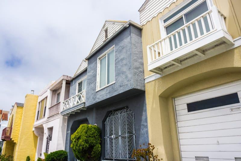 Ideia da rua das fileiras das casas imagens de stock