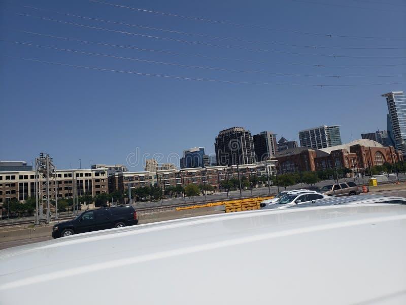 Ideia da rua I35 da skyline de Dallas Texas imagem de stock royalty free