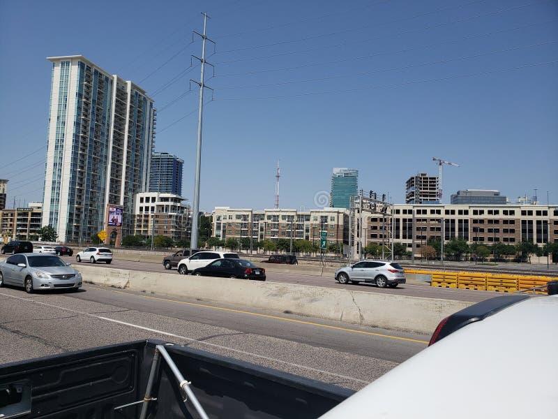 Ideia da rua I35 da skyline de Dallas Texas fotografia de stock royalty free