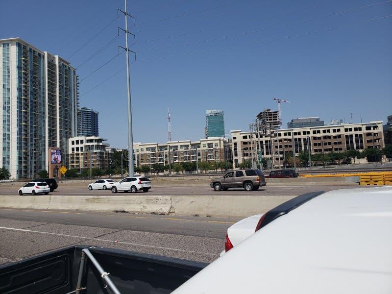 Ideia da rua I35 da skyline de Dallas Texas fotografia de stock