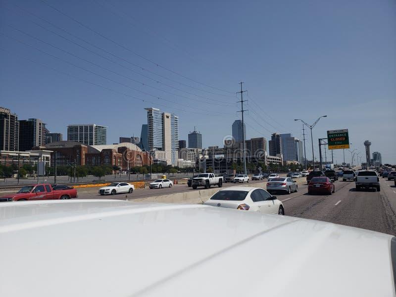 Ideia da rua I35 da skyline de Dallas Texas foto de stock royalty free