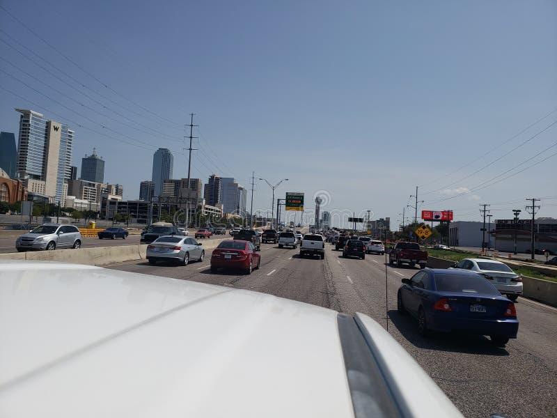 Ideia da rua I35 da skyline de Dallas Texas imagens de stock