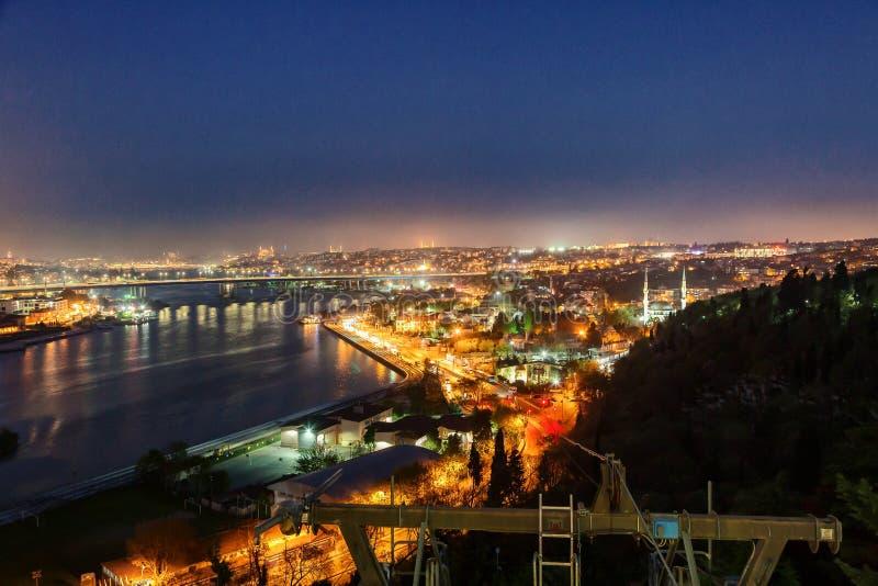 Ideia das luzes da noite de Istambul foto de stock