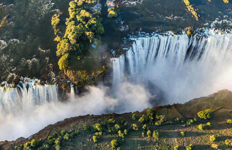 Ideia das quedas de uma altura do voo do pássaro Victoria Falls parque Mosi-oa-Tunya nacional Zambiya e local do patrimônio mundi imagens de stock royalty free