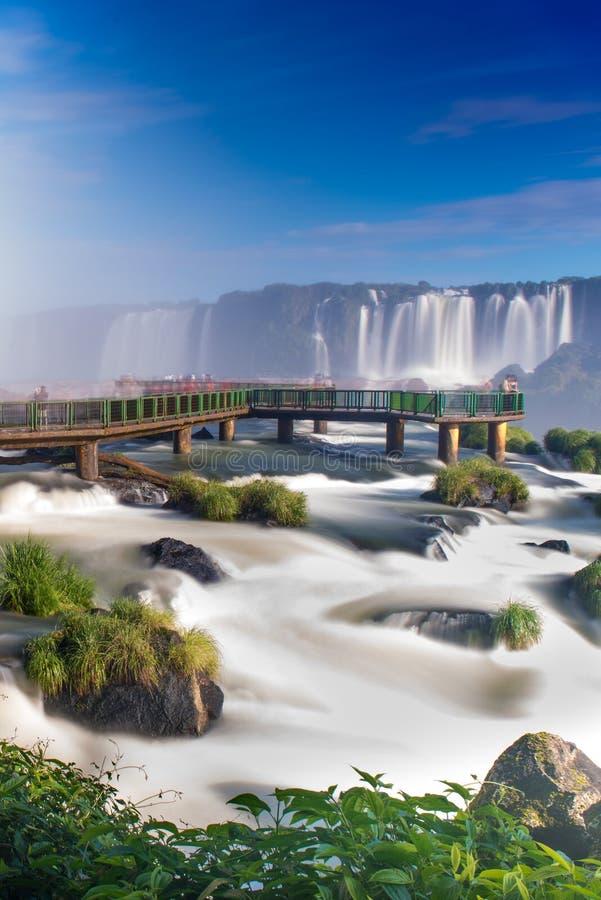 Ideia das quedas mundialmente famosas de Iguazu Cataratas imagem de stock