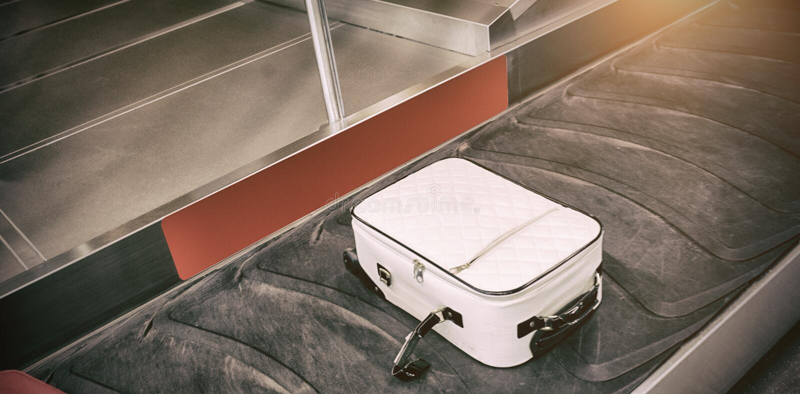 Ideia de ângulo alto da reivindicação de bagagem foto de stock