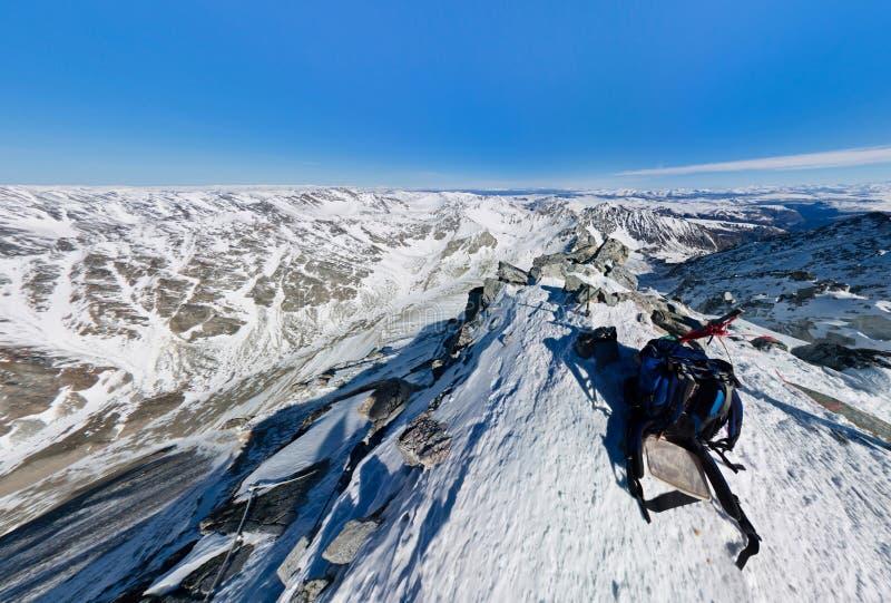 Ideia de ângulo larga esticada da parte superior da fotografia aérea nevado foto de stock