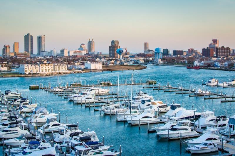 Ideia de Farley State Marina e da skyline de Atlantic City, New-jersey fotos de stock royalty free