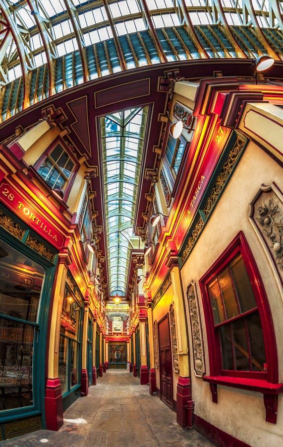 Ideia de Fisheye do interior do mercado de Leadenhall, a cidade, Londres, Inglaterra, Reino Unido, Europa imagens de stock