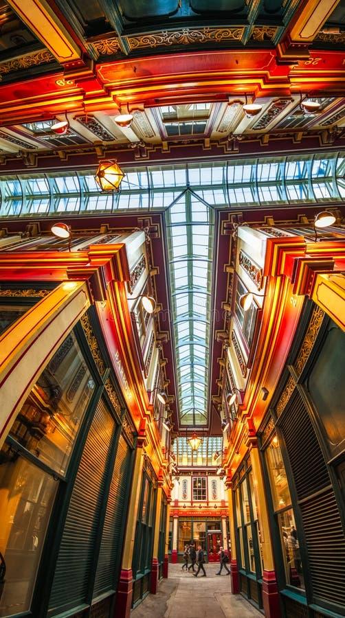 Ideia de Fisheye do interior do mercado de Leadenhall, a cidade, Londres, Inglaterra, Reino Unido, Europa imagem de stock