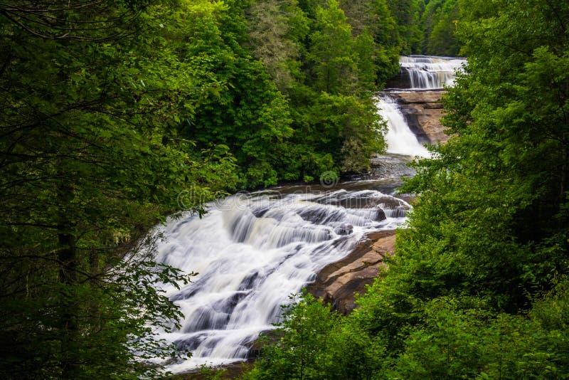 Ideia de quedas triplas, na floresta do estado de Du Pont, North Carolina foto de stock royalty free