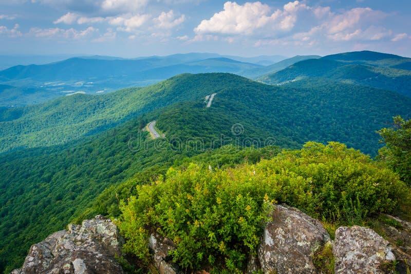 Ideia de Ridge Mountains e da movimentação azuis da skyline de pouco S fotos de stock royalty free