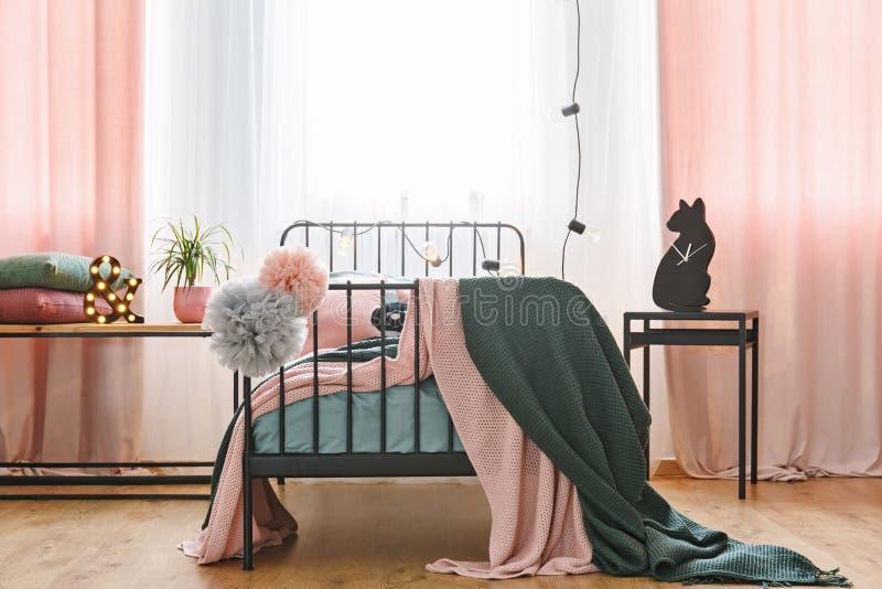 Ideia dianteira da cama individual fotos de stock royalty free