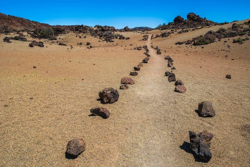 Ideia do caminho do turista no parque nacional de Teide, Tenerife, Ca imagem de stock royalty free