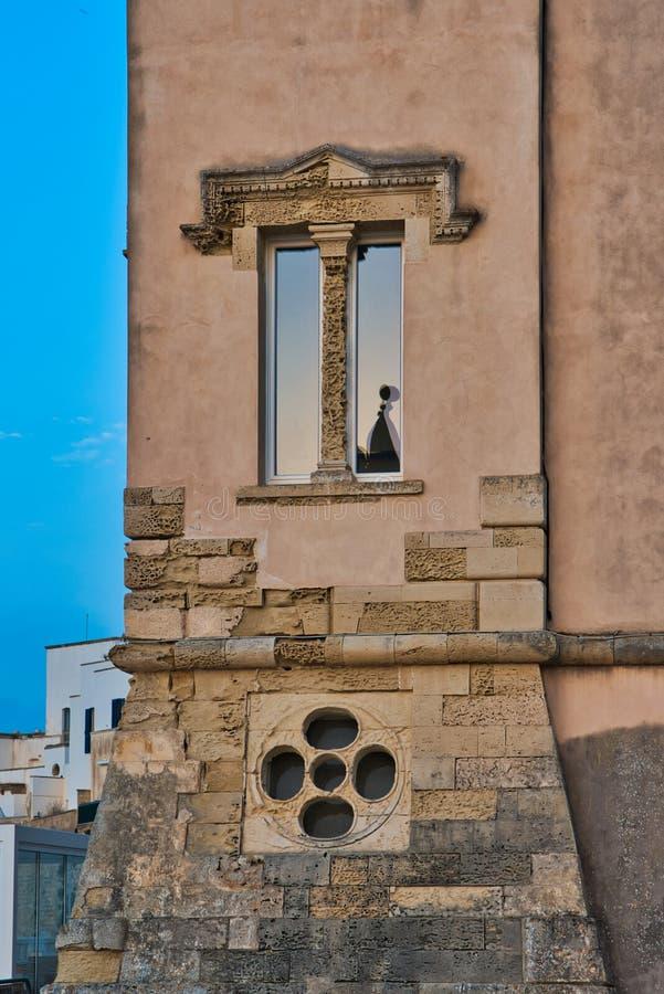 Ideia do centro histórico de Otranto no por do sol Salento, Apulia Itália fotos de stock royalty free