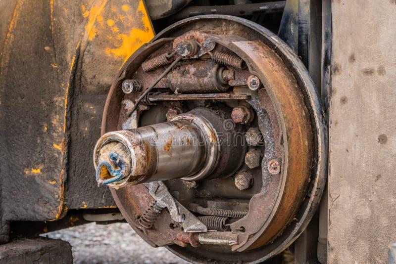Ideia do close up do conjunto oxidado exposto da sapata da ruptura fotos de stock royalty free
