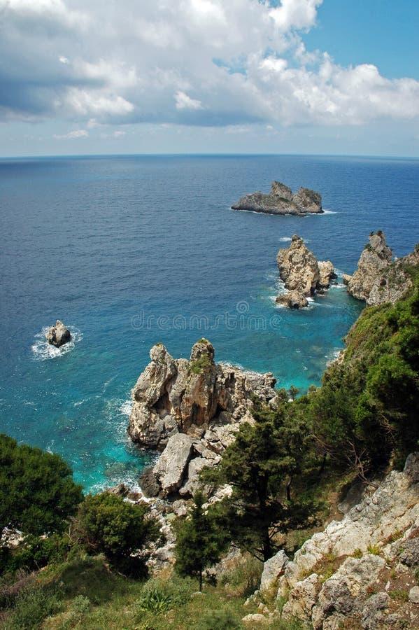 Ideia do litoral de Cliffside no console grego fotos de stock