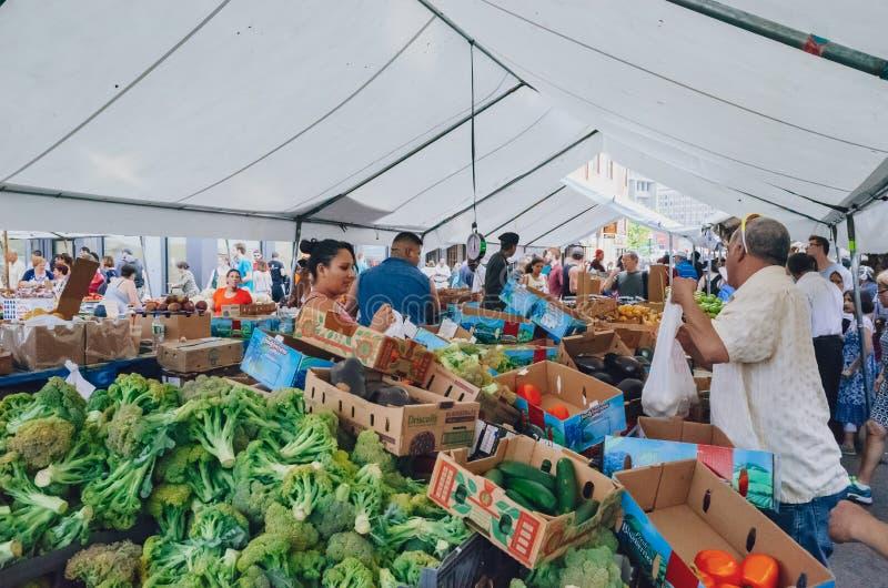 Ideia do mercado dos fazendeiros de Boston, onde os locals compram e vendem produtos frescos imagens de stock royalty free