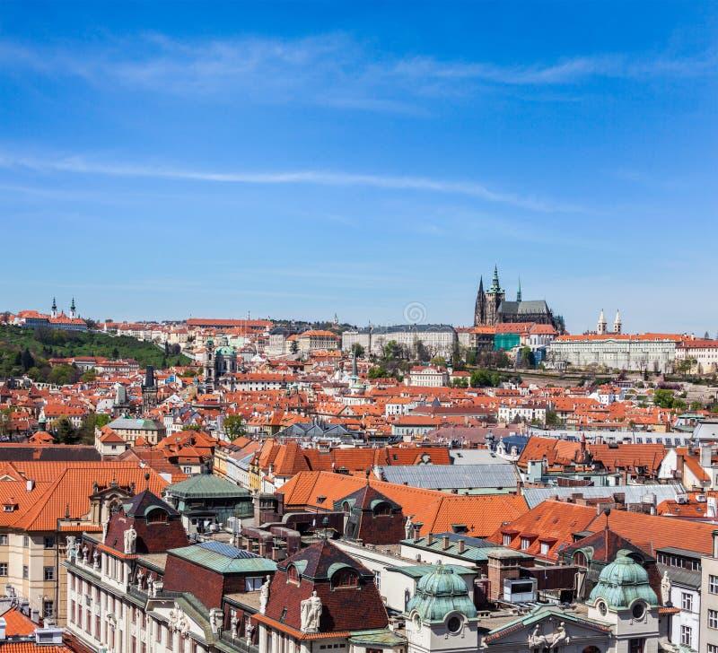 Ideia do olhar fixo Mesto (cidade velha) e e St. Vitus Cathedral foto de stock