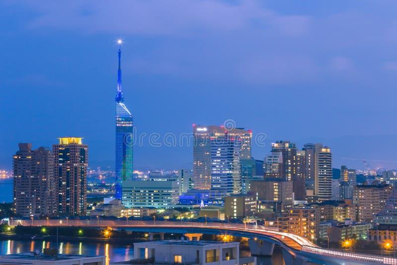 Ideia do panorama da arquitetura da cidade de Fukuoka em Kyushu, Japão imagem de stock