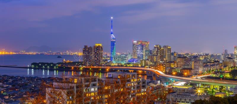 Ideia do panorama da skyline da arquitetura da cidade de Hakata em Fukuoka, Japão fotos de stock royalty free