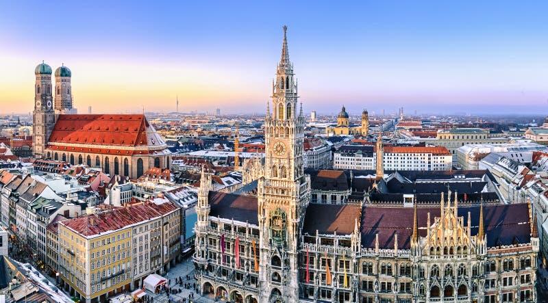 Ideia do panorama do centro da cidade de Munich fotografia de stock