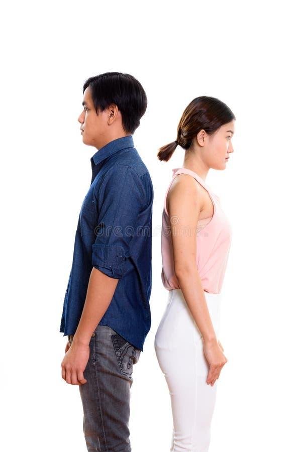 Ideia do perfil de pares asiáticos novos com partes traseiras entre si fotos de stock royalty free