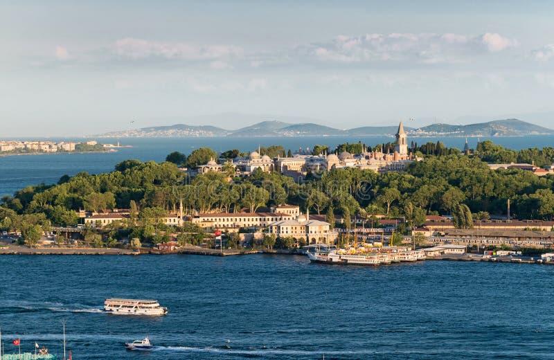 Ideia do ponto do seralho com o palácio de Topkap?, Istambul fotografia de stock royalty free