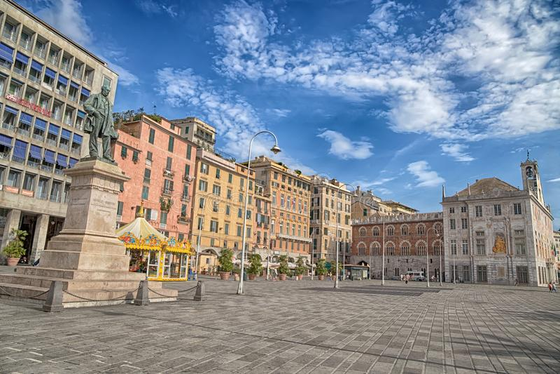 Ideia do quadrado de Caricamento em Genoa, Itália fotos de stock