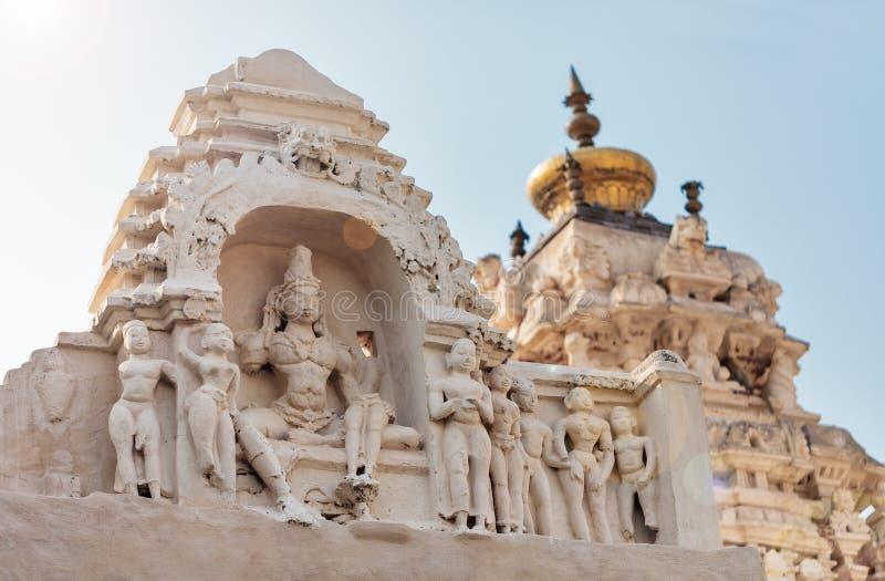 Ideia do ` s da deidade, dos telhados e das partes superiores do complexo do templo de Virupaksha fotografia de stock