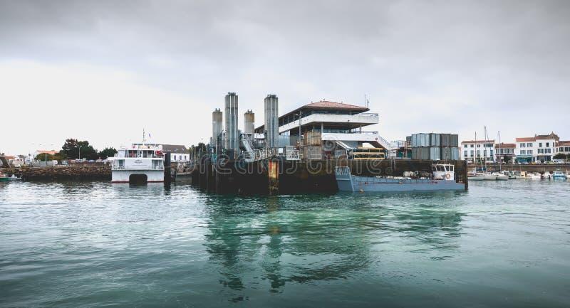 Ideia do terminal de balsa da ilha de Yeu fotos de stock royalty free