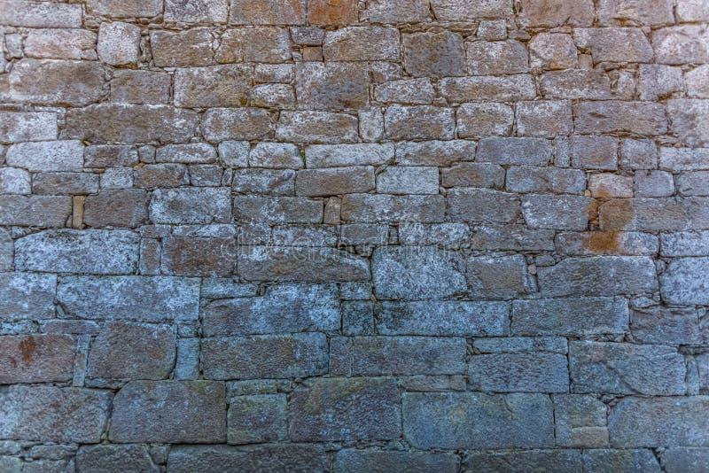 Ideia do teste padr?o com a textura da parede exterior da constru??o velha feita na pedra gran?tico emparelhada foto de stock royalty free