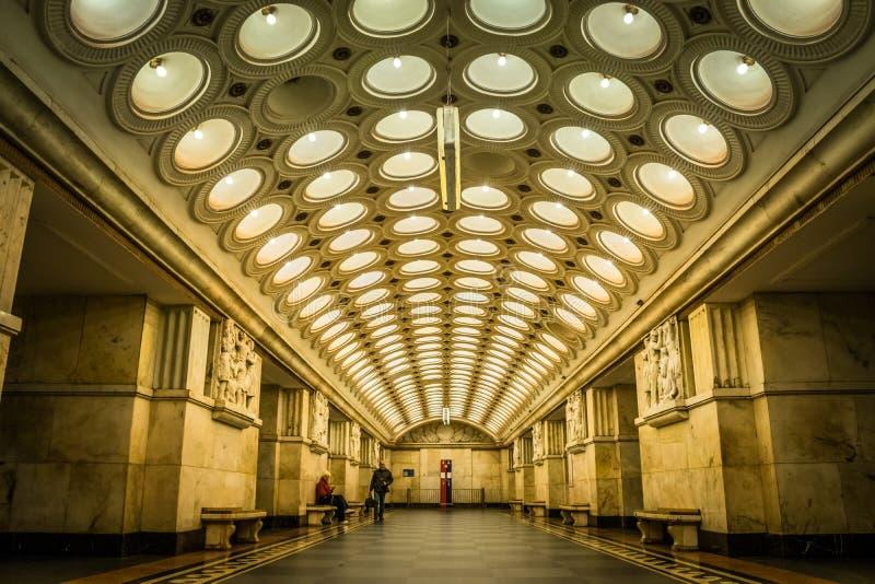 A ideia do teto da esta??o de metro de Elektrozavodskaya em Moscou, R?ssia fotografia de stock royalty free