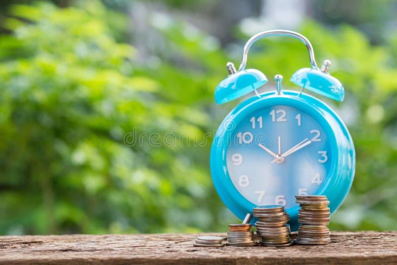 Ideia do valor financiar e do dinheiro da economia imagem de stock