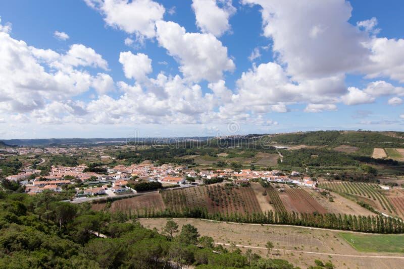A ideia do verde de Obidos coloca em torno das paredes da cidade, Obidos é uma vila portuguesa medieval foto de stock royalty free