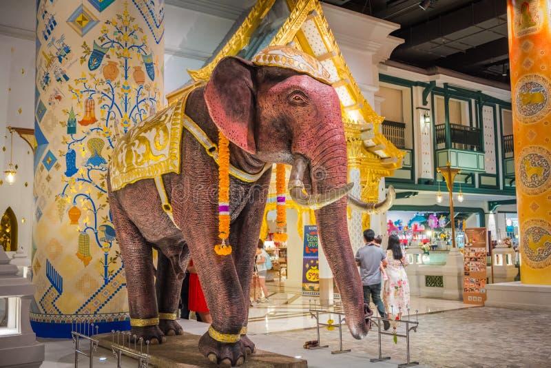 A ideia interior do ÍCONE SIÃO, é o shopping e o marco novos de Banguecoque, Tailândia imagens de stock