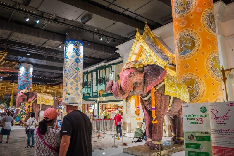 A ideia interior do ÍCONE SIÃO, é o shopping e o marco novos de Banguecoque, Tailândia foto de stock