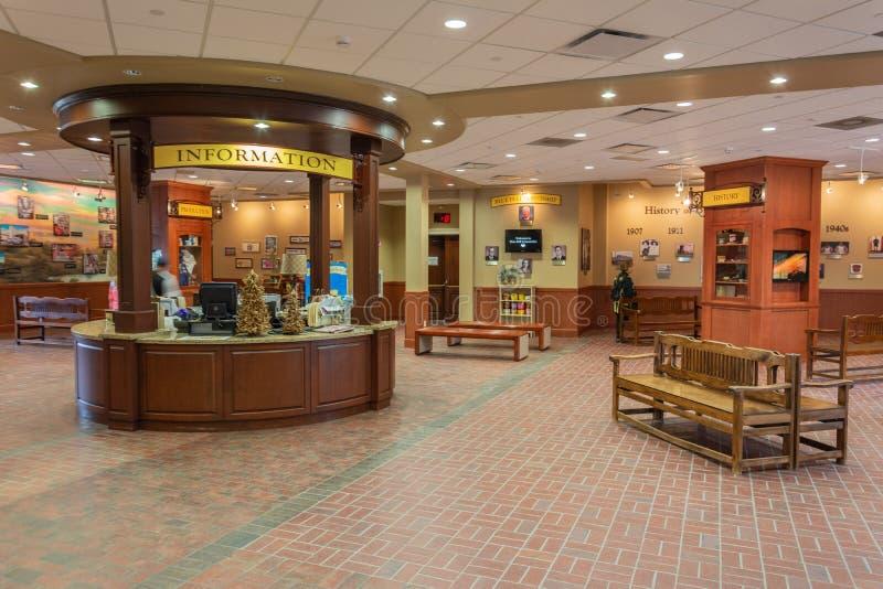 Ideia interior do centro de acolhimento na fábrica azul das indústrias do leite de Bell em Brenham, TX foto de stock royalty free