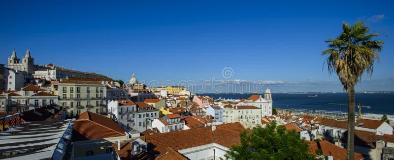 Download Ideia Larga Do Panorama Do Quarto De Alfama Em Lisboa, Portugal Imagem de Stock - Imagem de lookout, home: 107525515