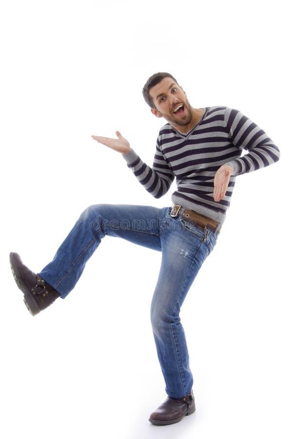 Ideia lateral da dança divertida do homem fotos de stock royalty free