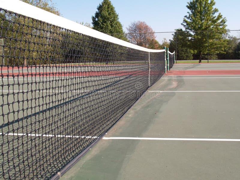 Ideia lateral da rede da corte de tênis imagem de stock royalty free