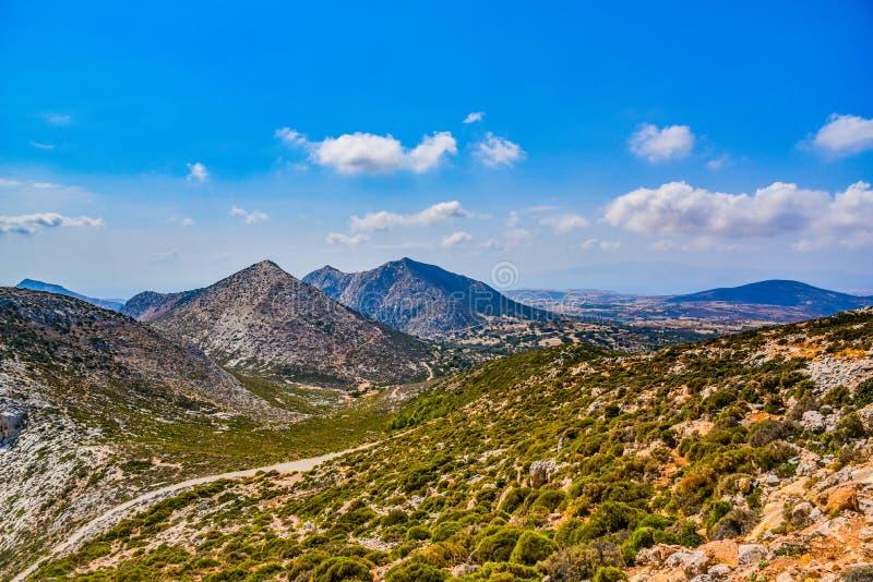 Ideia lindo da paisagem da ilha mediterrânea Naxos em Grécia fotografia de stock