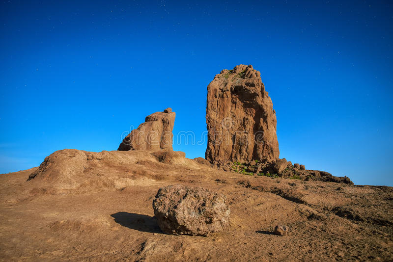 Ideia longa da exposição da noite do pico de Roque Nublo na ilha de Gran Canaria, Espanha fotografia de stock royalty free