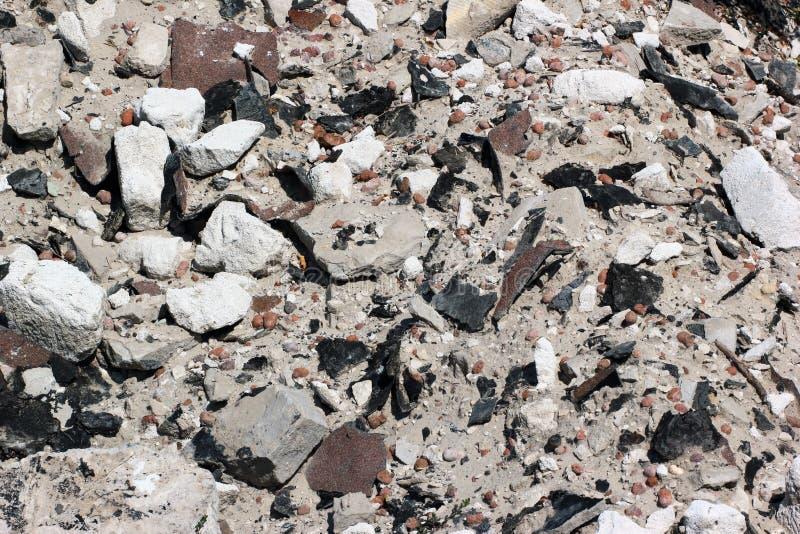 Ideia próxima de restos de construção e do desperdício velhos da demolição foto de stock royalty free